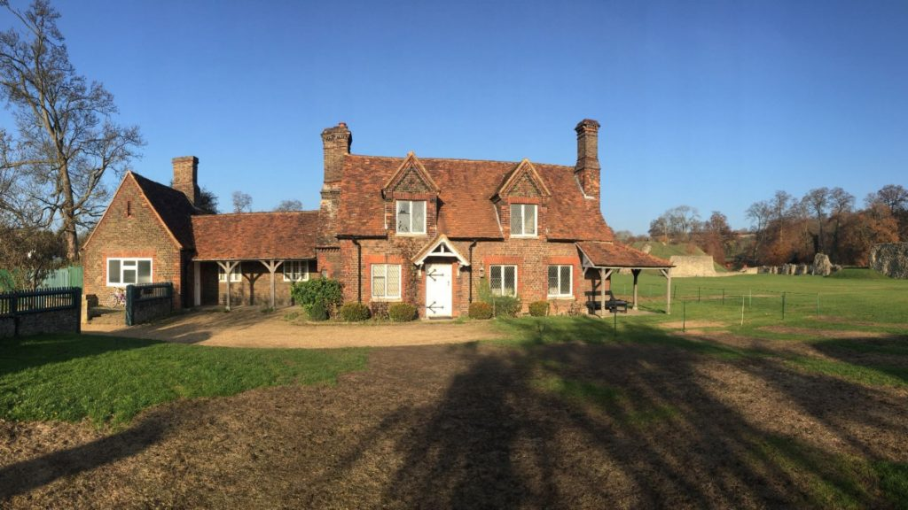 https://www.berkhamstedcastle.org.uk/wp-content/uploads/2019/03/keepers-cottage-1024x576.jpg
