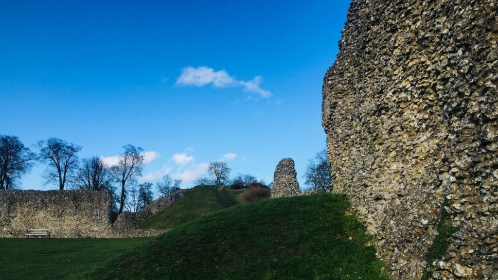 https://www.berkhamstedcastle.org.uk/wp-content/uploads/2019/03/semicircular-tower-2-1024x576.jpg